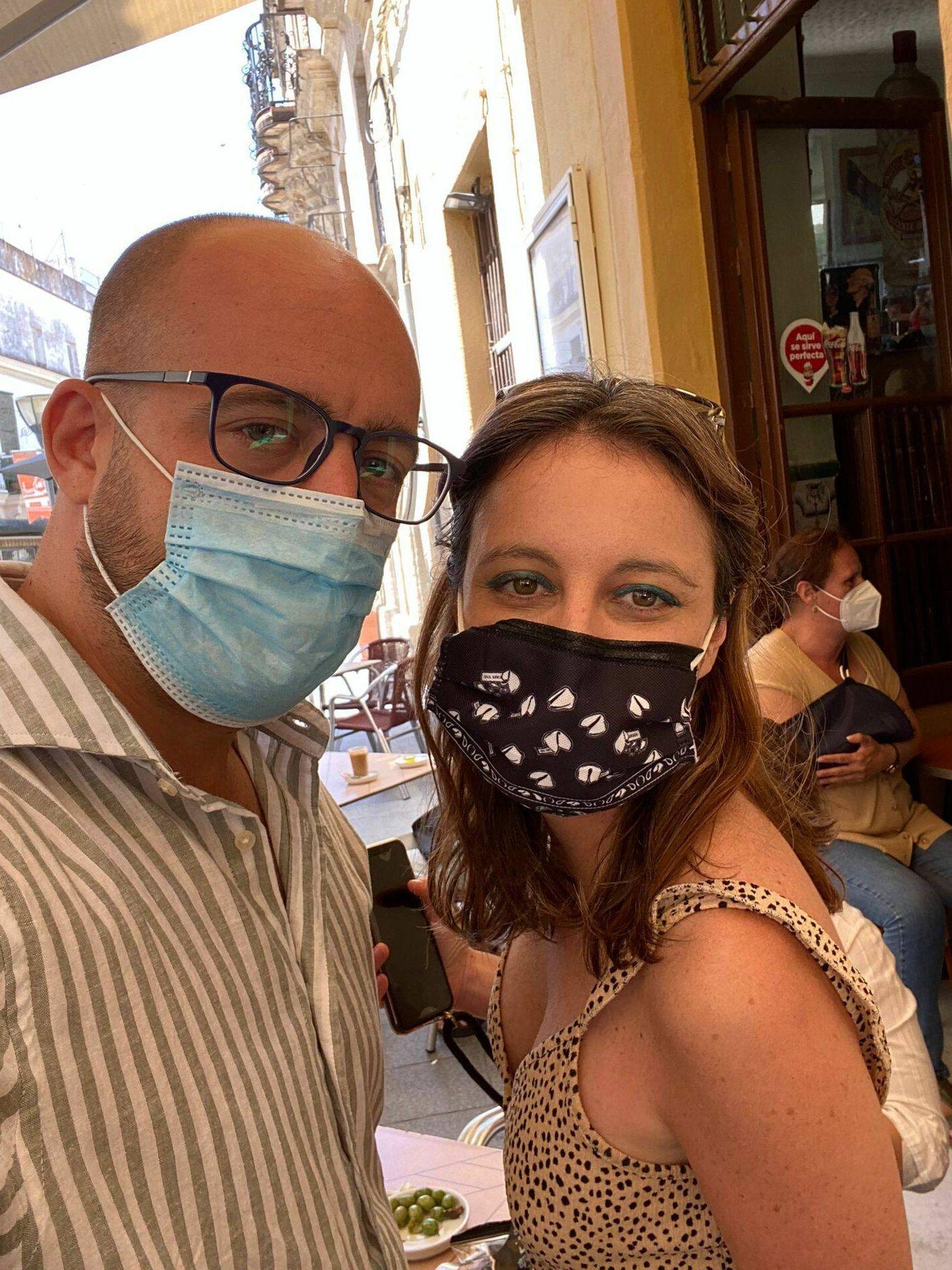 Andrea Levy posa junto al alcalde de El Puerto de Santa María. (Cortesía)