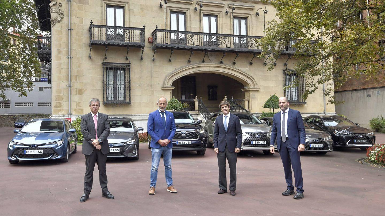 El acuerdo firmado entre el club bilbaíno y los concesionarios oficiales de Toyota y Lexus en Vizcaya contempla la cesión de 17 vehículos: 9 de Toyota y 8 de Lexus.
