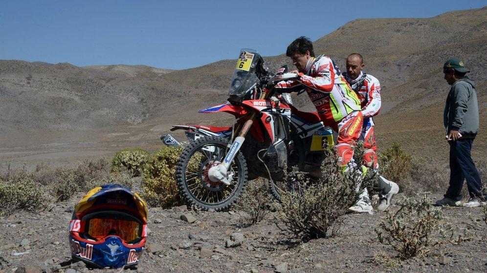 Foto: Barreda siendo ayudado por Ceci en la sexta etapa.