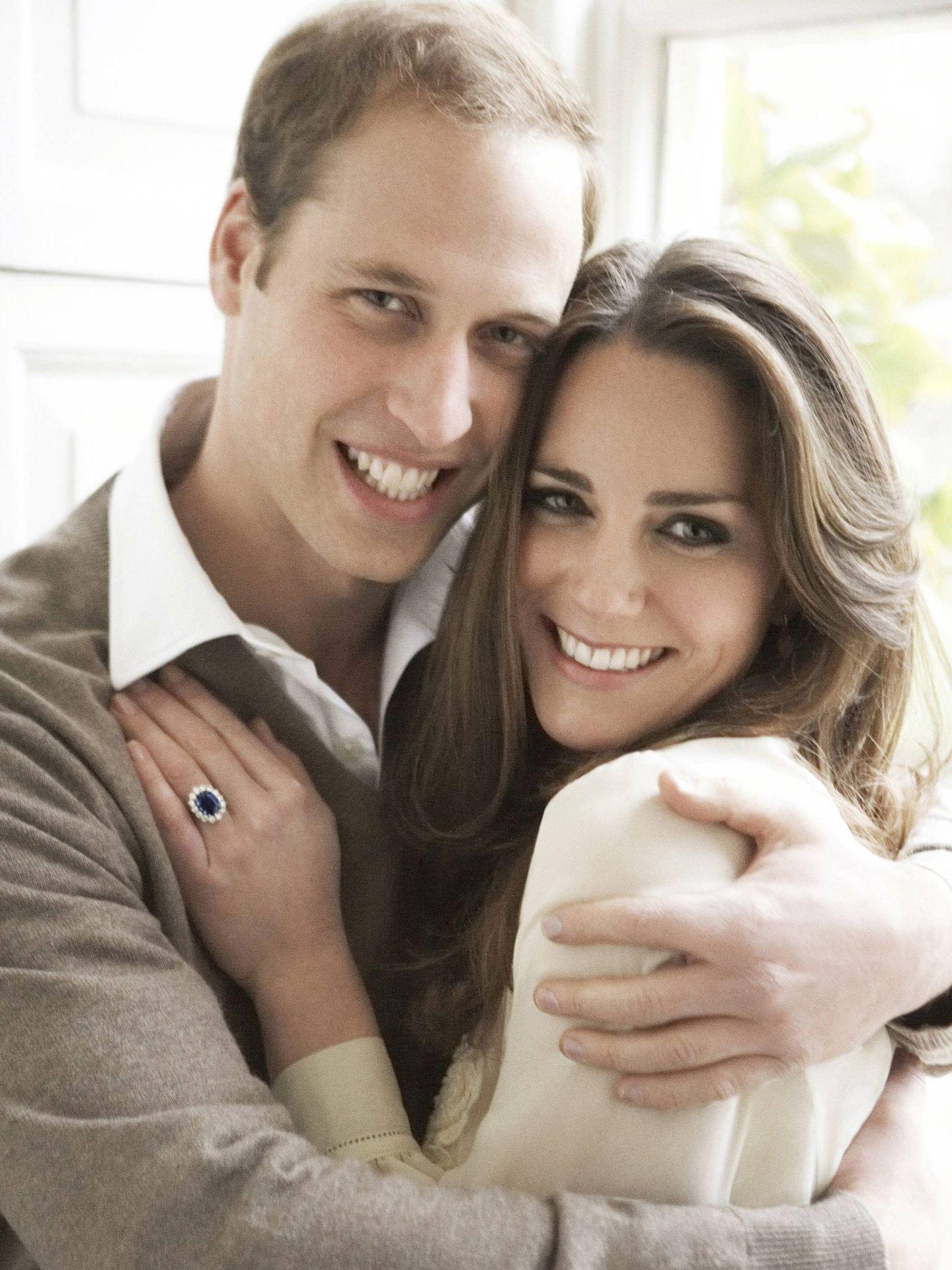 Las fotos oficiales del compromiso de Kate Middleton y el príncipe Guillermo,  realizadas por Mario Testino. (EFE)
