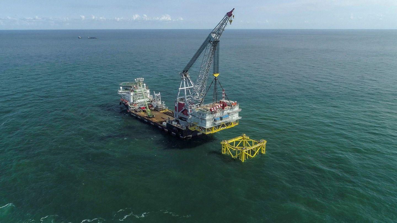 Instalación de una subestación eléctrica de un parque eólico marino. (EFE)