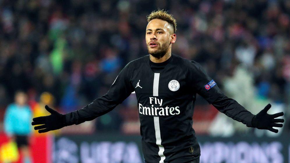 Foto: Neymar celebra su gol al Estrella Roja a pase de Mbappé. (EFE)