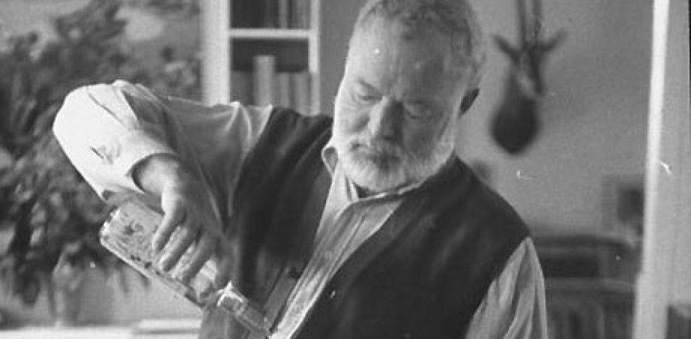Ernest Hemingway era un gran admirador de la ginebra, aunque no le hacía ascos a nada.