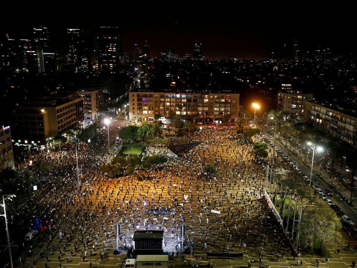 Foto: Manifestación con distancia física en Tel Aviv. (Reuters)