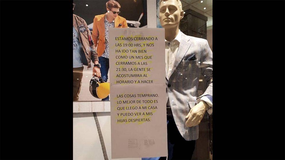 Una tienda pone un cartel explicando por qué cierra antes y se vuelve viral