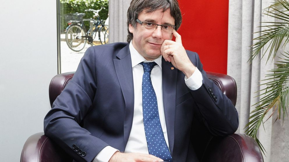 Los acompañantes de Puigdemont alegan que iba a entregarse en Bélgica