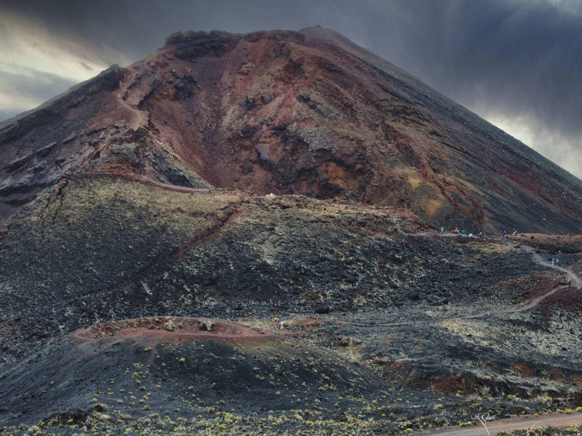 Foto: Cumbre del volcán Teneguía, el último que entró en erupción en La Palma. (iStock)