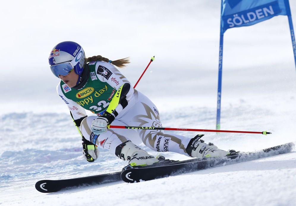 Foto: En la imagen, Lindsey Vonn en acción este sábado en Soelden. (Reuters)