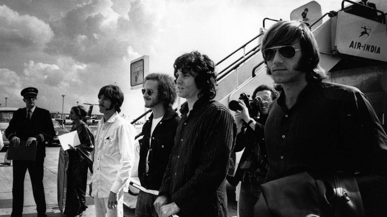 El grupo americano The Doors en el aeropuerto de Londres en 1968 (Foto de Express/Express/Getty Images).
