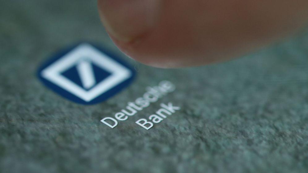 Foto: El logo de la aplicación de Deutsche Bank en un 'smartphone'. (Reuters)