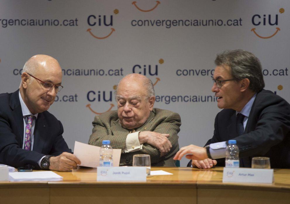Foto: Pujol, entre Mas y Duran i Lleida, en una reunión de la Comisión Ejecutiva de CiU (Efe)