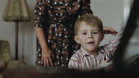 Elton John inaugura la Navidad con el piano que le cambió la vida