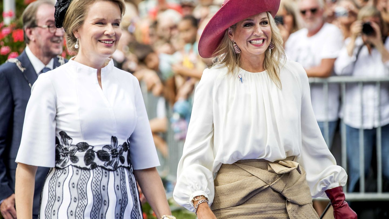 Máxima, con la blusa de Natan junto a Matilde de Bélgica en 2019. (EFE)