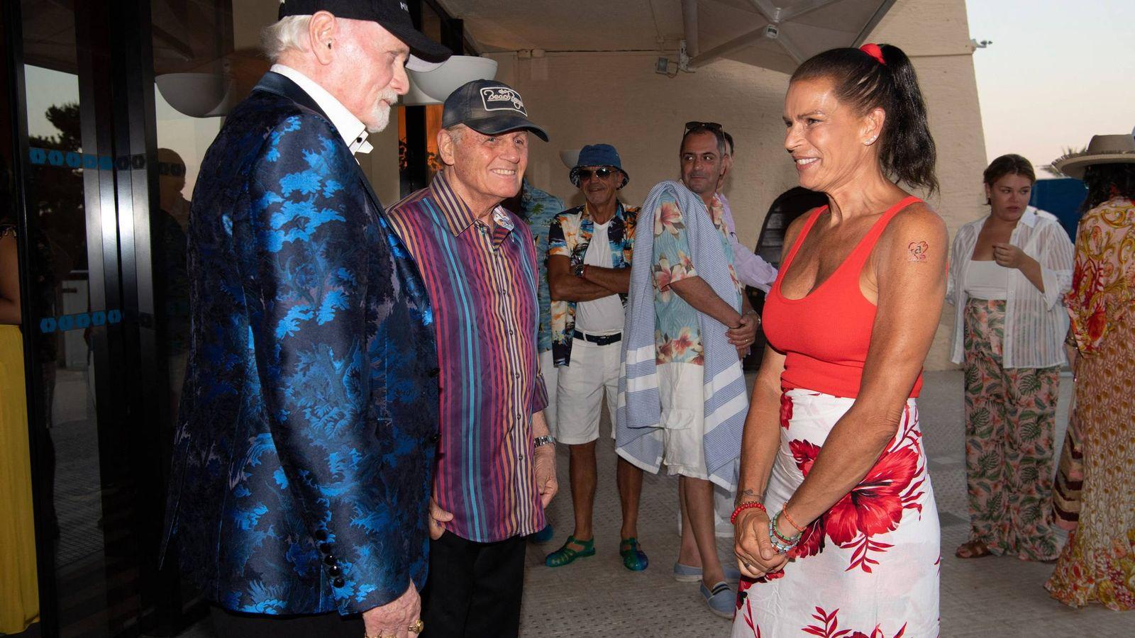 Foto: Estefanía de Mónaco en clave hawaiana. (Cordon Press)