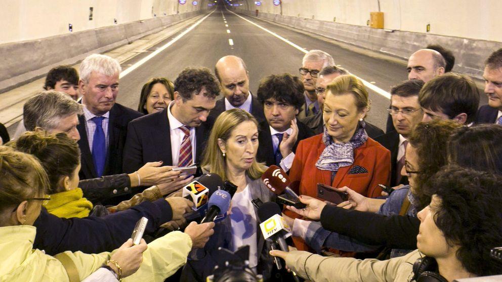 Fomento presenta un convenio para rescatar las autopistas