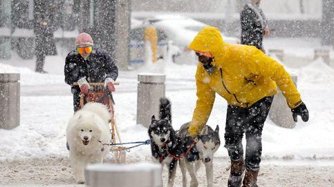 Tormenta de nieve en Nueva York y saltos de esquí en Austria: el día en fotos