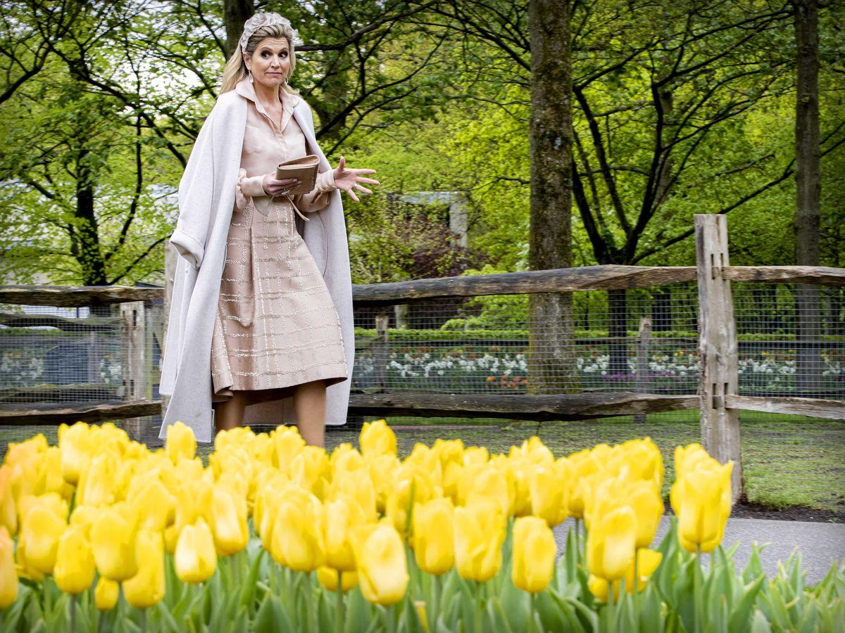 Foto: Máxima de Holanda, con el abrigo de Massimo Dutti. (EFE)