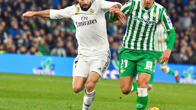 Lo Celso disputa un balón contra Dani Carvajal. (EFE)