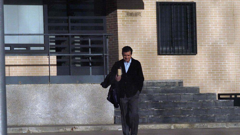 Foto: Imagen de archivo de Jaume Matas saliendo de la cárcel de Segovia. (EFE)