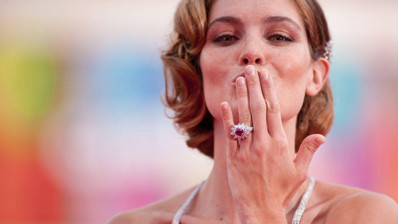 Vittoria Puccini, en el Festival de Cine de Venecia con la piel perfectamente hidratada pero sin ningún brillo. (Getty)