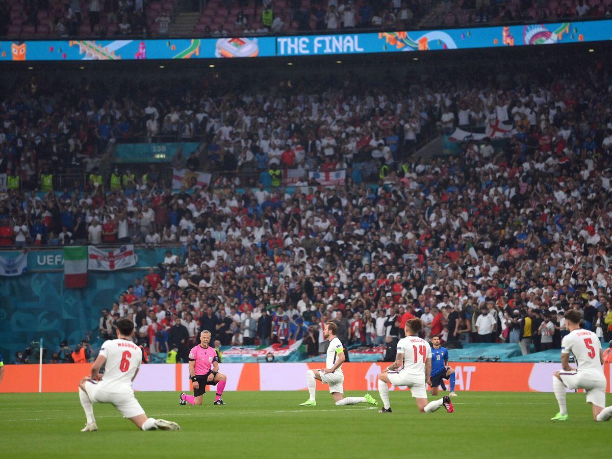 Foto: Imagen del inicio del partido de la final de la Eurocopa. (Reuters)