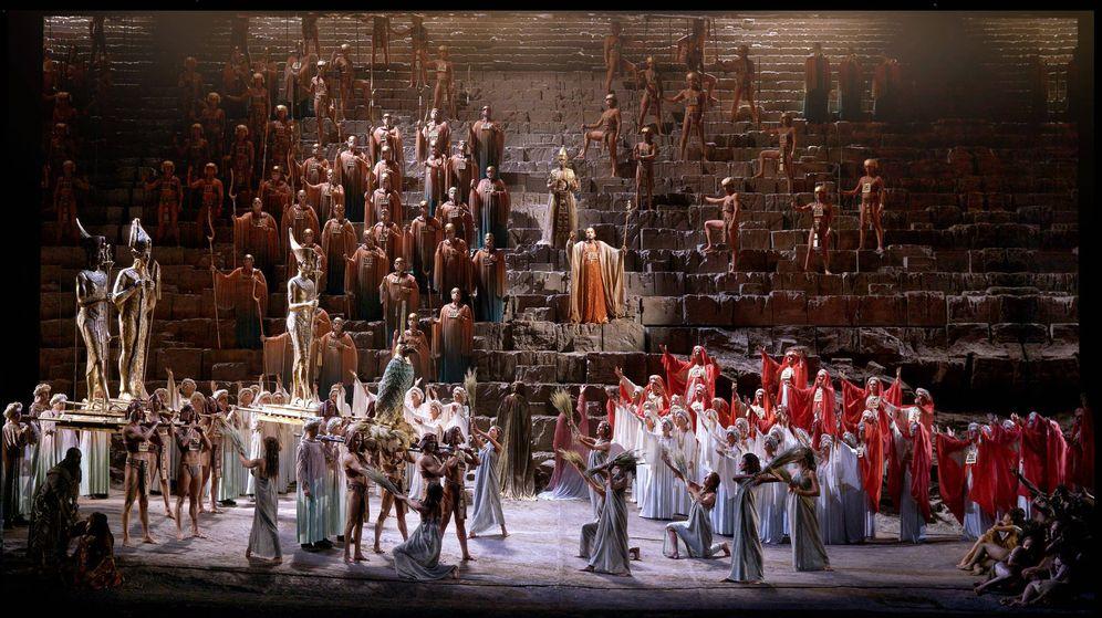 Foto: Una imagen del montaje de Aída en el Teatro Real. (Javier del Real / Teatro Real)