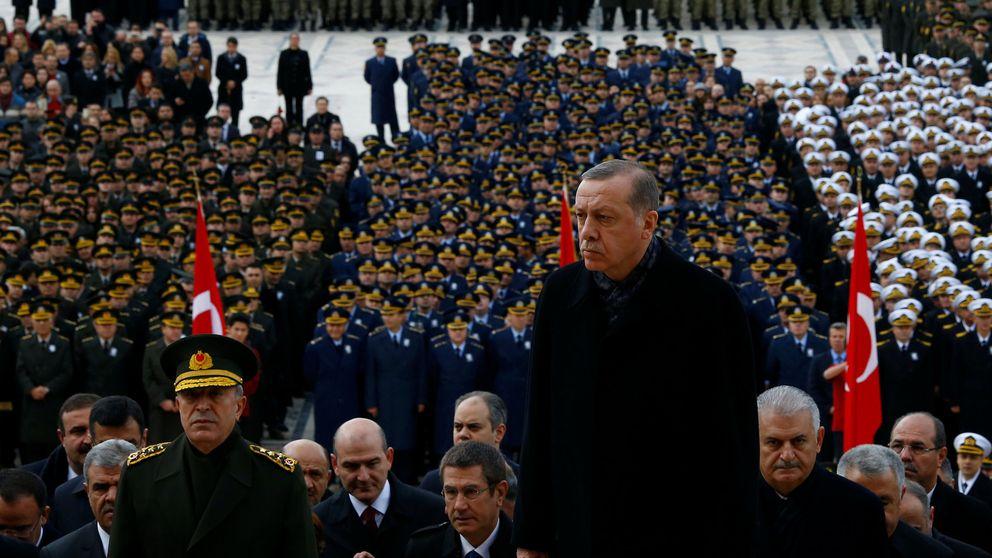 Militares turcos han pedido asilo a la OTAN, según su Secretario General