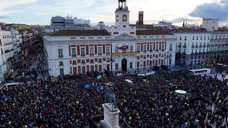 Concentración de taxistas en la Puerta del Sol. (Reuters)