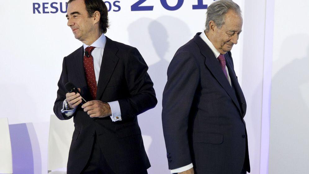 Foto: Villar Mir, padre e hijo, durante la presentación de resultados de 2015 (Reuters)