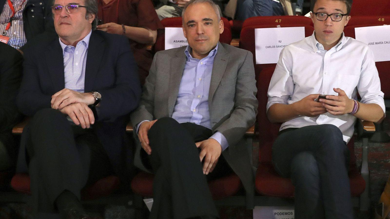 Foto: El portavoz de PSOE en la Asamblea de Madrid, Ángel Gabilondo, el número tres en el Congreso, Rafael Simancas, y el diputado de Podemos, Íñigo Errejón (i a d), en la clausura del XI Congreso de CCOO. (EFE)