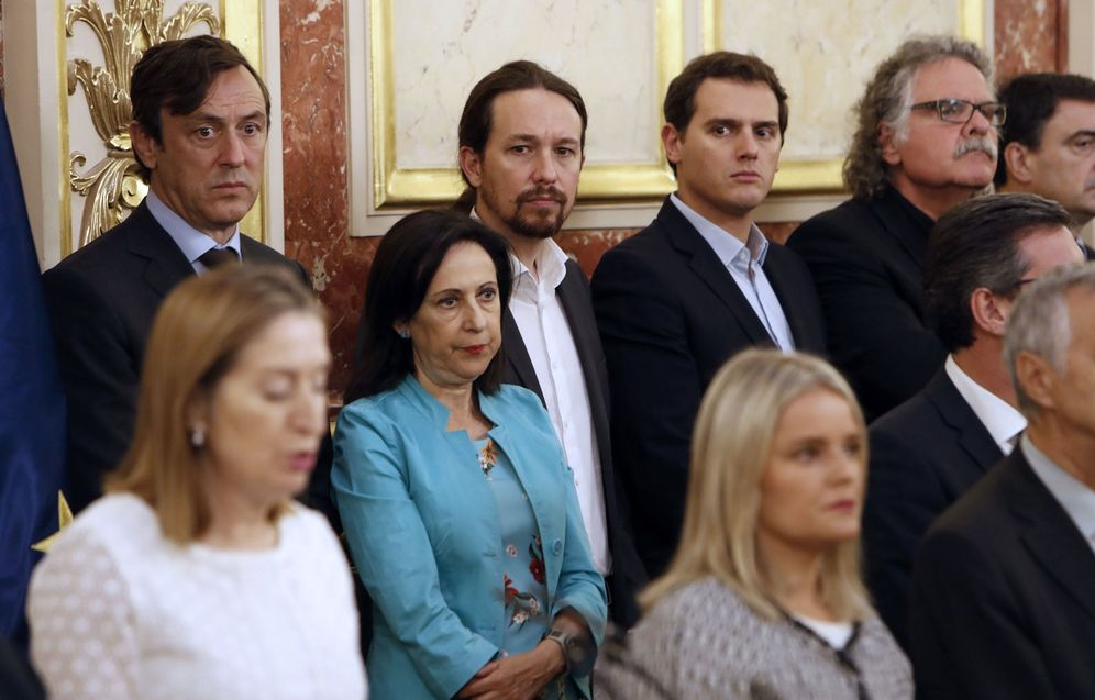 Foto: Los portavoces de PP y PSOE, Rafa Hernando y Margarita Robles, junto con Pablo Iglesias y Albert Rivera, el pasado 27 de junio en el Congreso. (EFE)