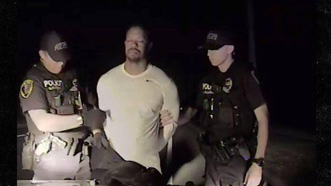 El vídeo que muestra a un Tiger Woods sin poder hablar y dando tumbos