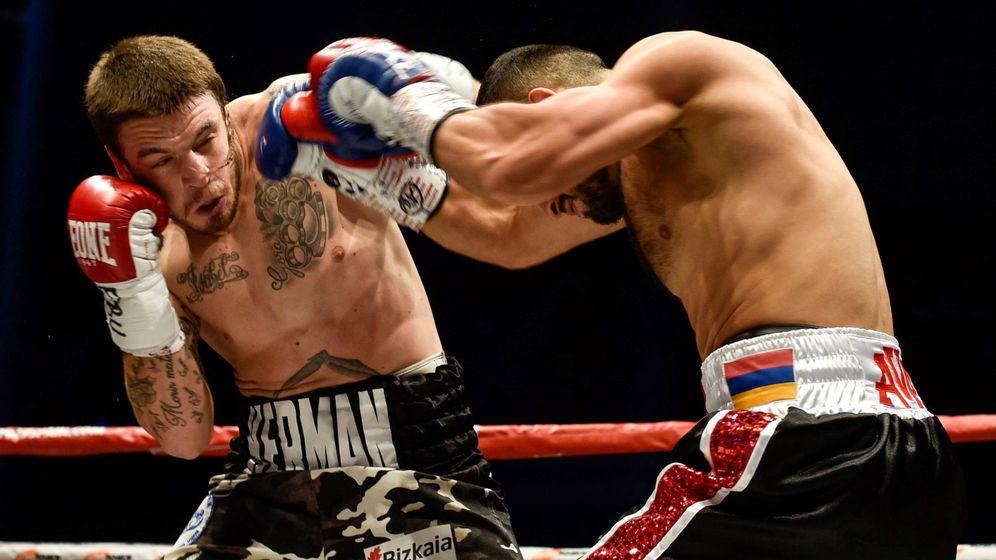 Foto: El combate disputado en el Bilbao Arena entre Lejarraga y el ruso Avanesyan. (EFE)