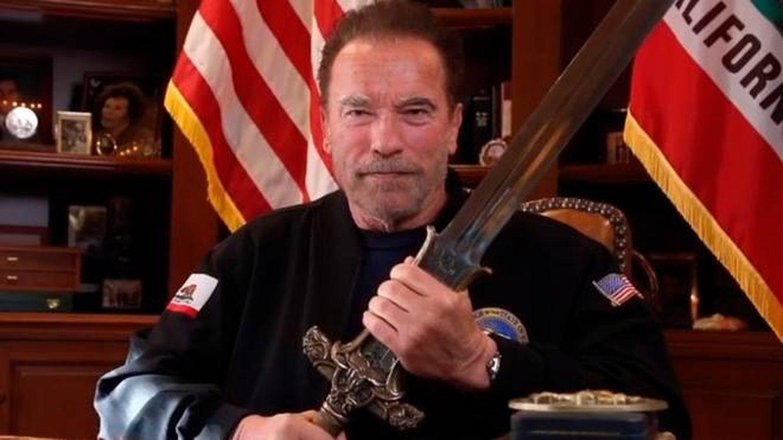 Schwarzenegger blande la espada de Conan y compara el asalto con la Austria nazi