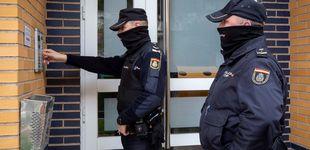 Post de Se atrinchera con un arma en una vivienda de A Coruña y una mujer resulta herida grave