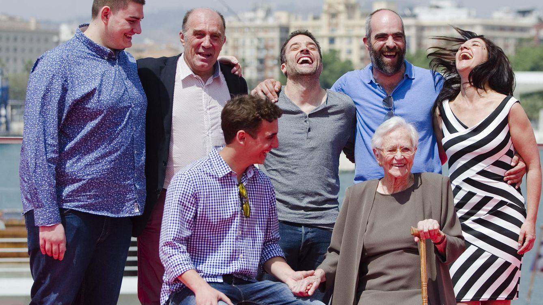 Foto: -El director y actor Daniel Guzman (c) posa con su equipo de actores en Málaga (EFE)