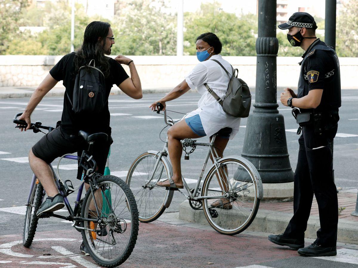 Foto: Seguirá habiendo multas por no llevas mascarilla. Foto: Efe