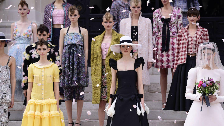 Final del desfile de Chanel en su desfile de la Paris Fashion Week - Haute Couture Fall/Winter 2021/2022. (Getty)
