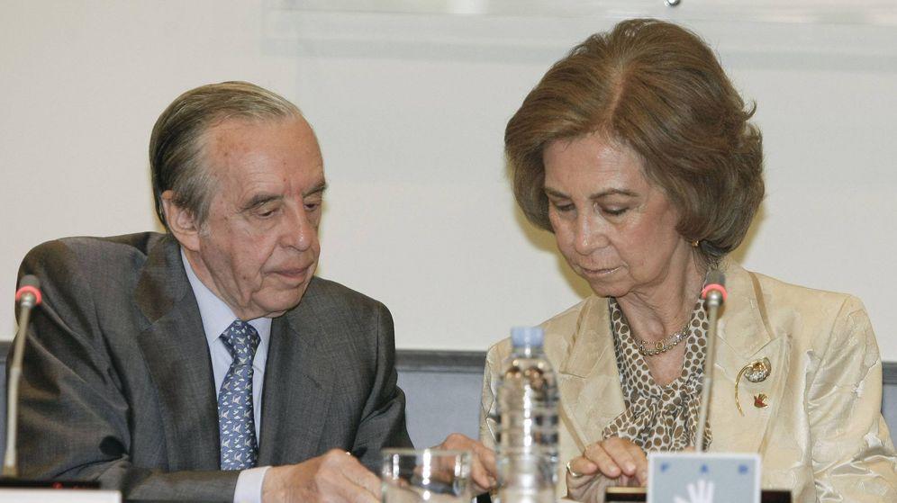 Foto: Sánchez Asiaín, junto a la reina Sofía, en junio de 2009. (EFE)