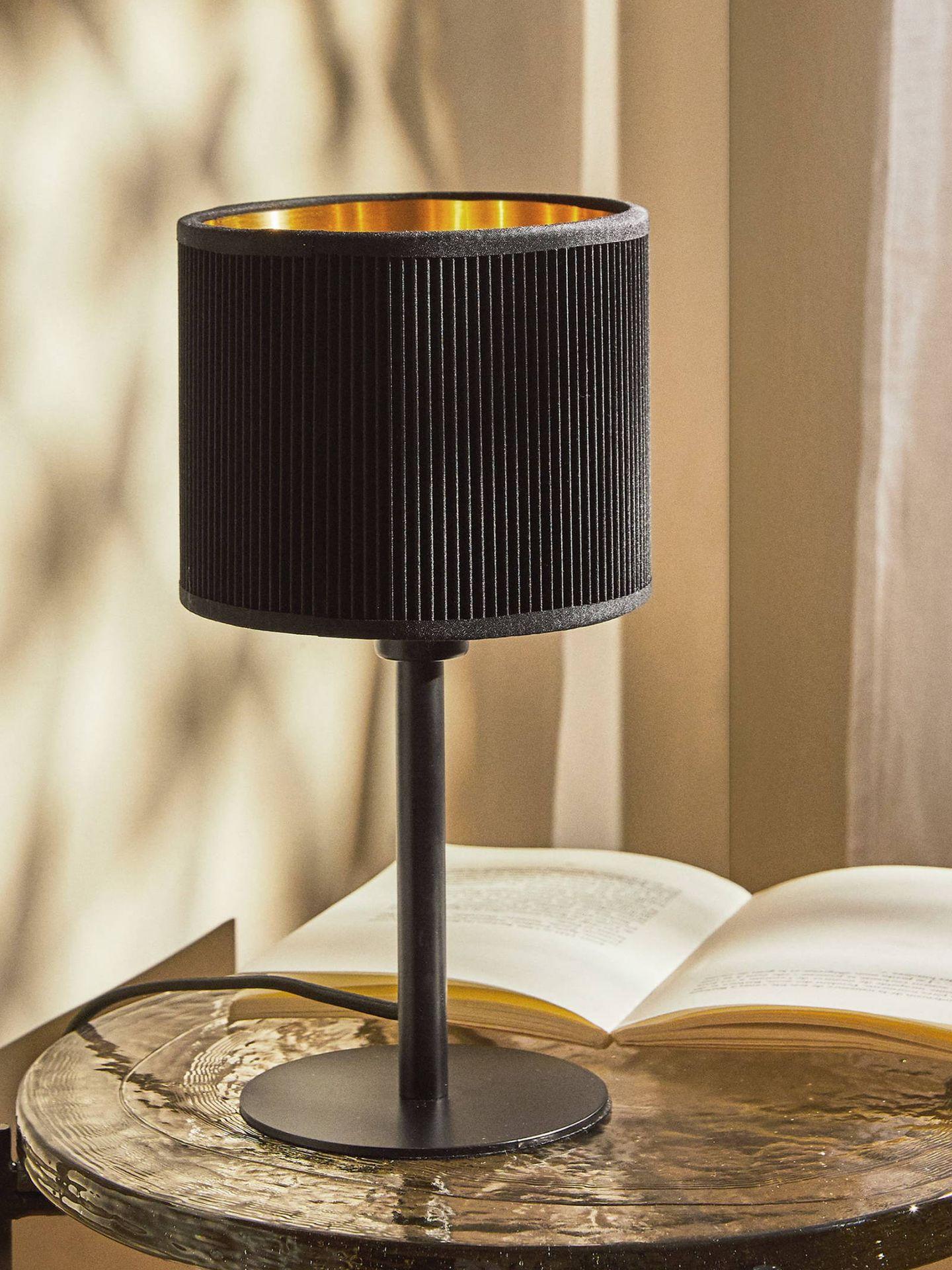 Lámparas estilosas y por menos de 20 euros como esta de Zara Home. (Cortesía)