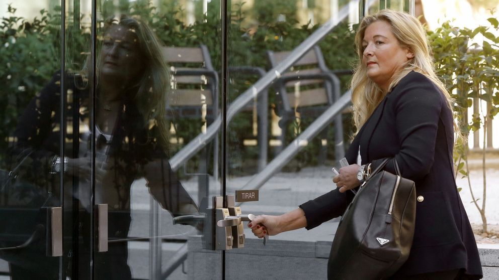 El fiscal pide que se prohíba salir de España a Negrete, la abogada que acusa a la Infanta