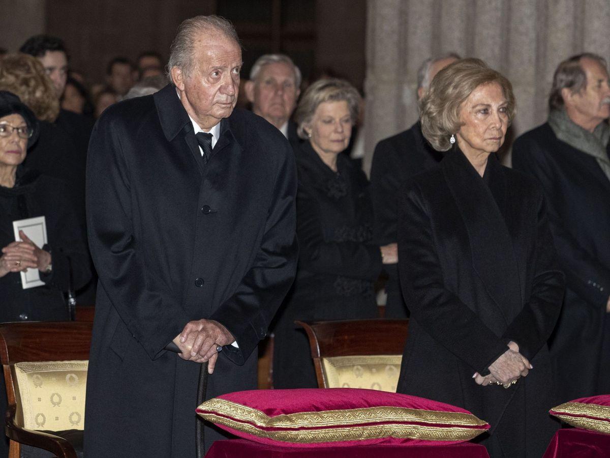 Foto: El rey Juan Carlos, en el funeral de su hermana, la infanta Pilar. (EFE)