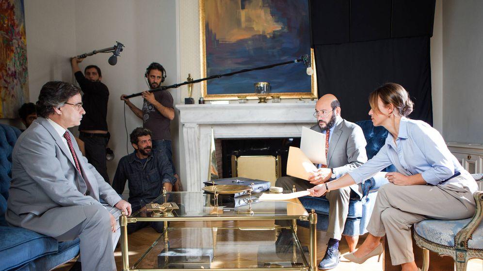 Foto: Alberto Rodríguez dirige a Eduard Fernández, Marta Etura y Carlos Santos en 'El hombre de las mil caras'