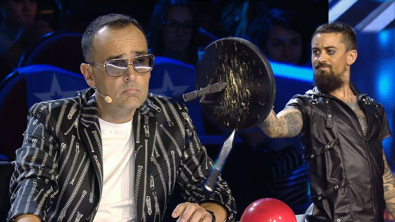 Cuidado, ha llegado hasta mí: un cuchillo cae cerca de Risto Mejide en 'Got Talent'