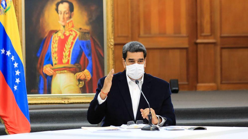 Foto: Fotografía cedida por el Palacio de Miraflores donde se observa al presidente venezolano Nicolás Maduro en una reunión con militares venezolanos este lunes en Caracas (Venezuela). (EFE)