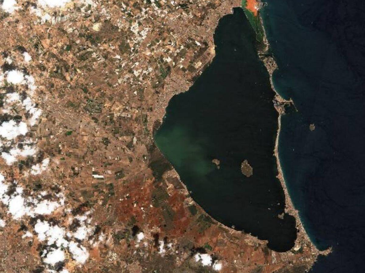 Foto: Imagen satelital de la laguna de agua salada del Mar Menor (Sentinel)