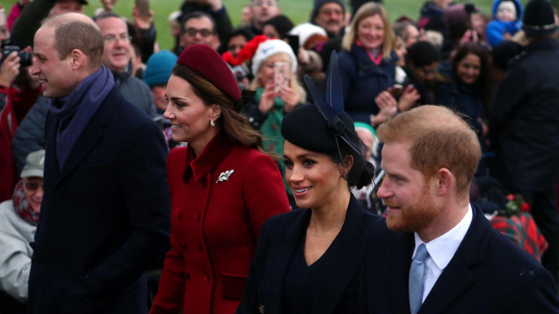 Los Sussex y los Cambridge tras la misa navideña, cita casi obligada para la familia real. (Reuters)