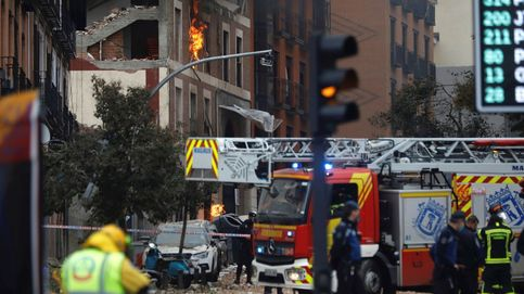 Así accederion los bomberos al interior del edificio que explotó ayer en la calle Toledo de Madrid