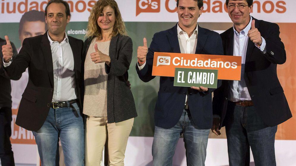 Foto: El presidente de Ciudadanos, Albert Rivera (2d), el candidato a la Presidencia de la Junta de Andalucía, Juan Marín (d) y el candidato a la Alcaldía de Málaga, Juan Cassá (i). (EFE)