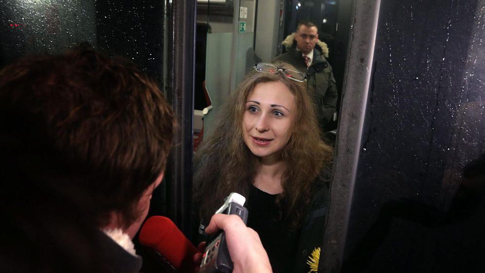 Foto: Maria Alyokhina (c), integrante del grupo punk ruso Pussy Riot. (EFE)